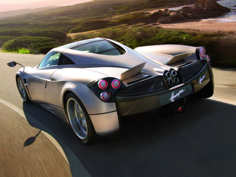 Video : Pagani Huayra vs Pagani Zonda